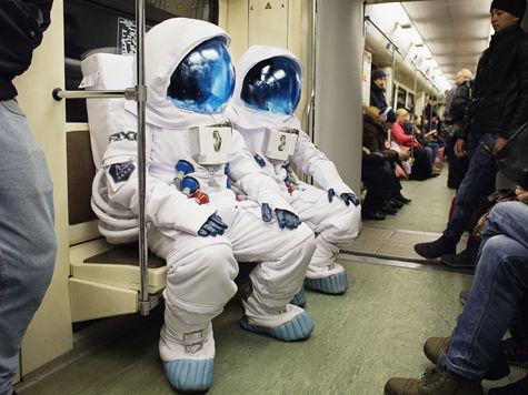 Космонавты в метро