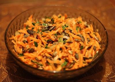 Cалат из моркови и миндаля