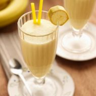 Молочно банановый коктейль в блендере